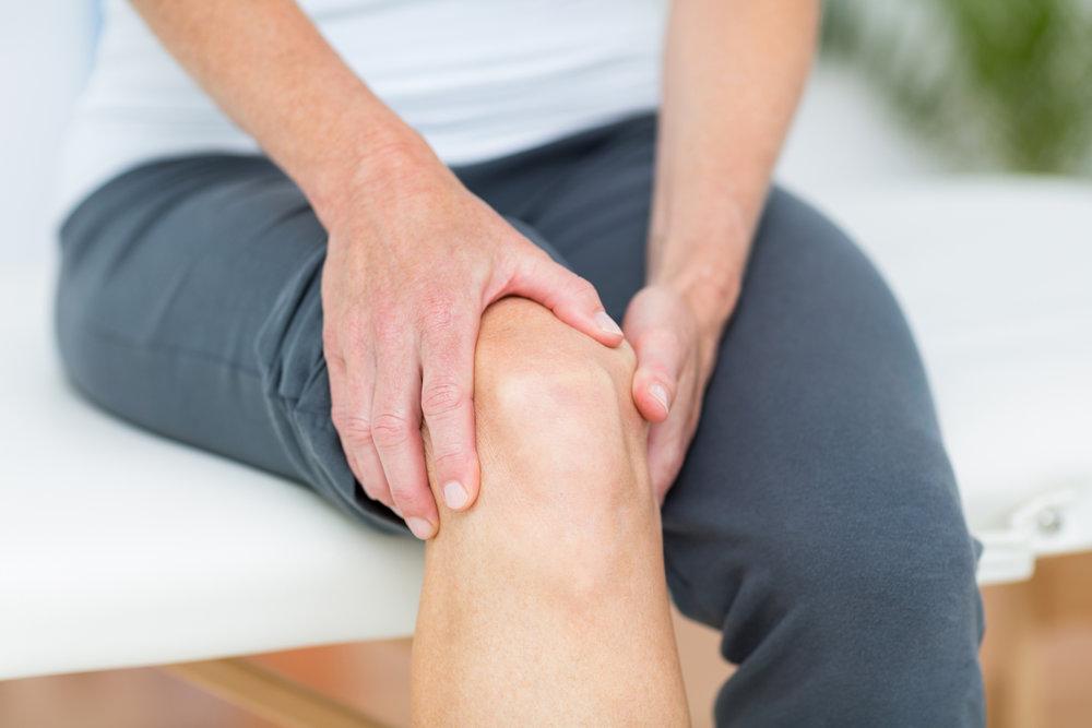 barbat cu dureri reumatice de genunchi